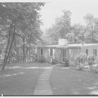 Norman Kent, residence on Easton Rd., Weston, Connecticut. Entrance facade