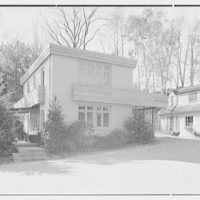 Haut, residence at 305 Shore Rd., Greenwich, Connecticut. View from north