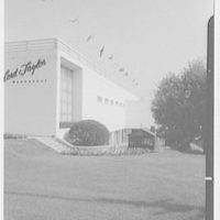 Lord & Taylor, business in Manhasset, Long Island. West facade shays