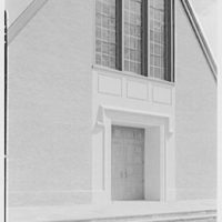 Westminster Chapel, West Hartford, Connecticut. Entrance detail